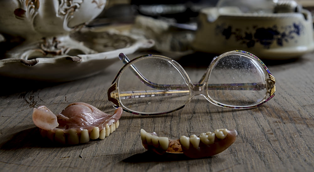 eyeglasses near dentures