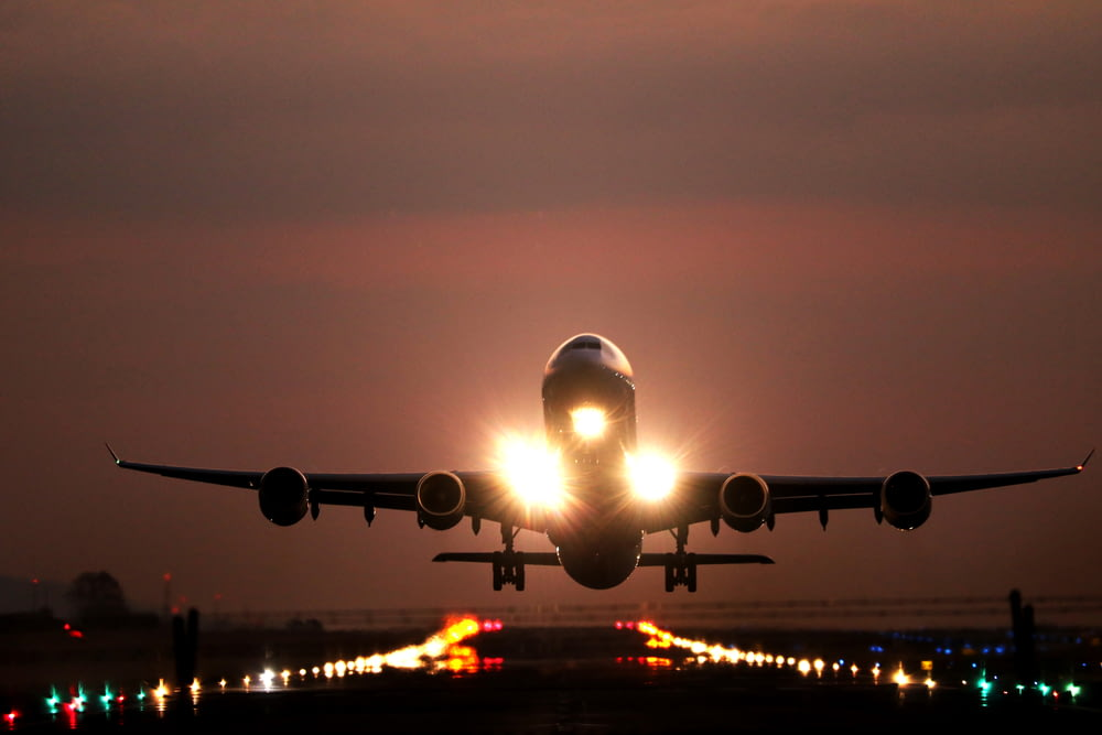 airline about to land on ramp