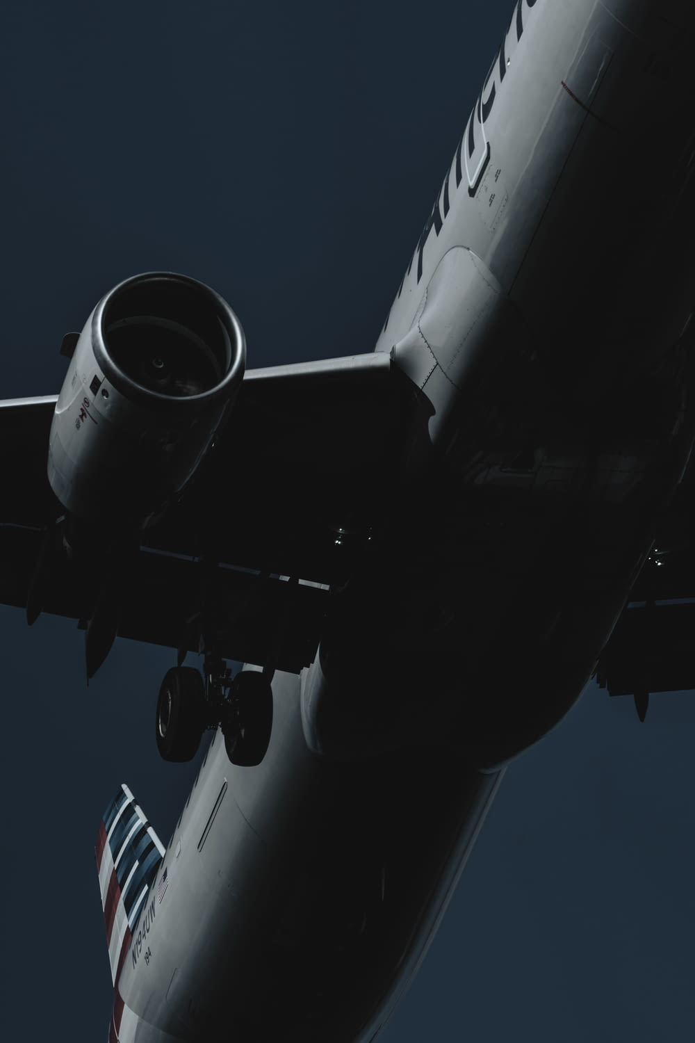 shallow focus photo of gray airplane