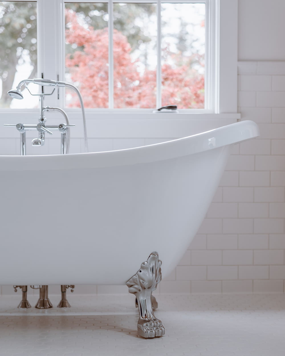 white bathtub with white bathtub